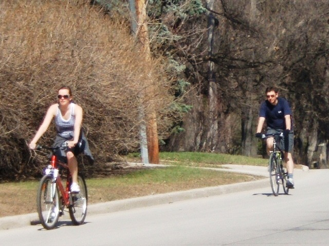 Cyclists on Wellington Crescent
