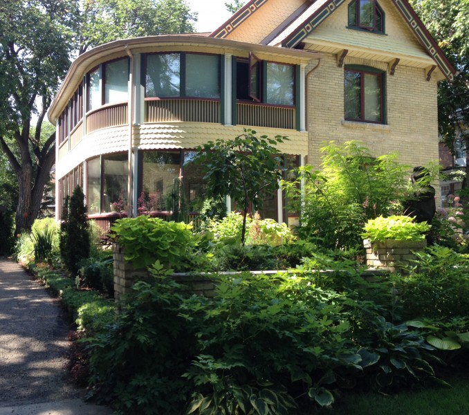One of the lovely homes and gardens on the tour. Photo credit: Armstrong Point Residents' Association.
