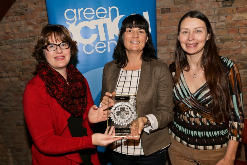 Janice Gair (left), Vice President, Human Resources and Corporate Services at IISD, recipient of the 2013 award, presents the 2014 award to Cathy Steven (centre), Executive Director at Health in Common, accompanied by Tracy Hucul (right), Executive Director at Green Action Centre.