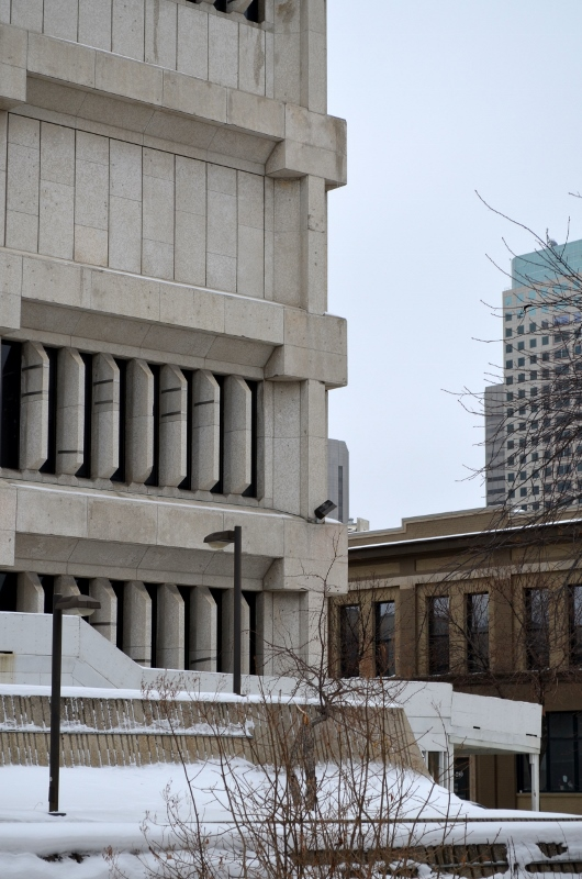Detail_of_limestone_cladding_of_the_Public_Safety_Building_in_Winnipeg,_Manitoba (530x800)