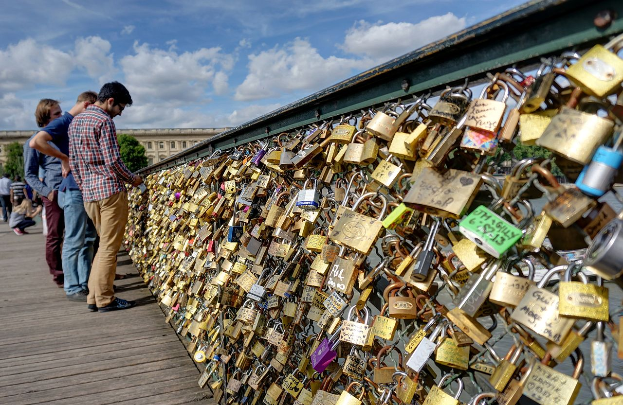 Locks at Pont des Arts in Paris. /DISDERO