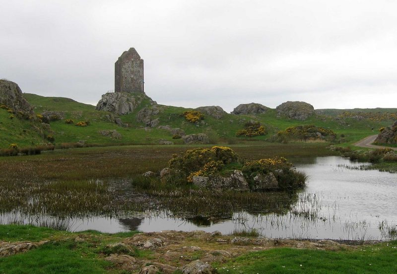 1280px-Smailholm_Tower_22407_from_E