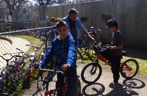 Two happy boys with their father and new bikes. /SONJA LUNDSTROM