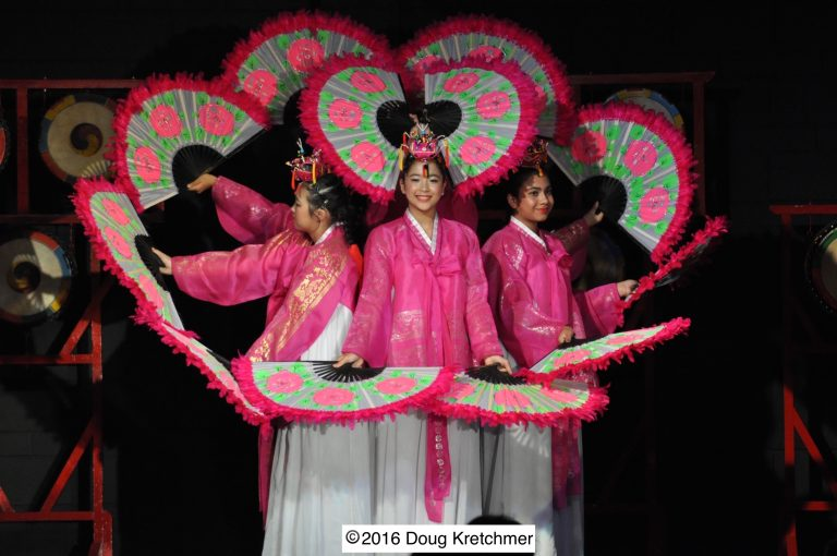 BUCHAECHUM (Fan Dance)