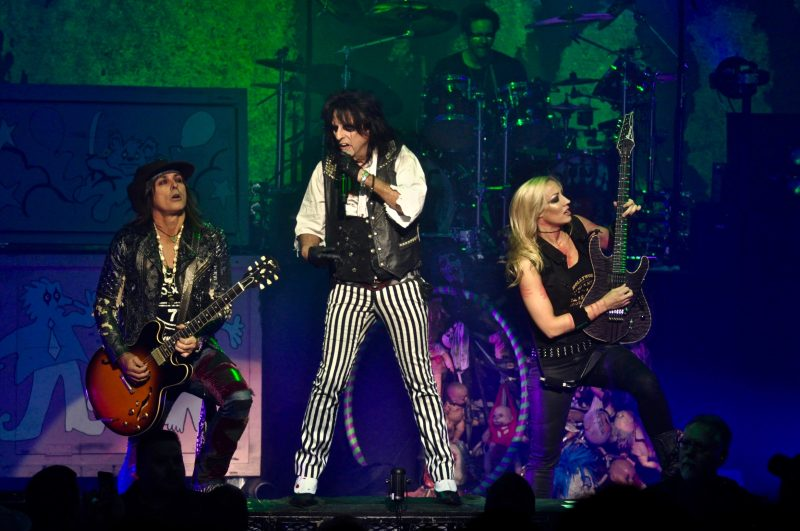 Ryan, Alice and Nita rock on, while drummer Glen Sobel keeps the beat in the back