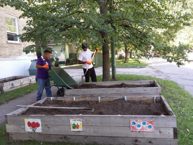 Siloam Mission volunteers hard at work. PHOTO by Marie LeBlanc