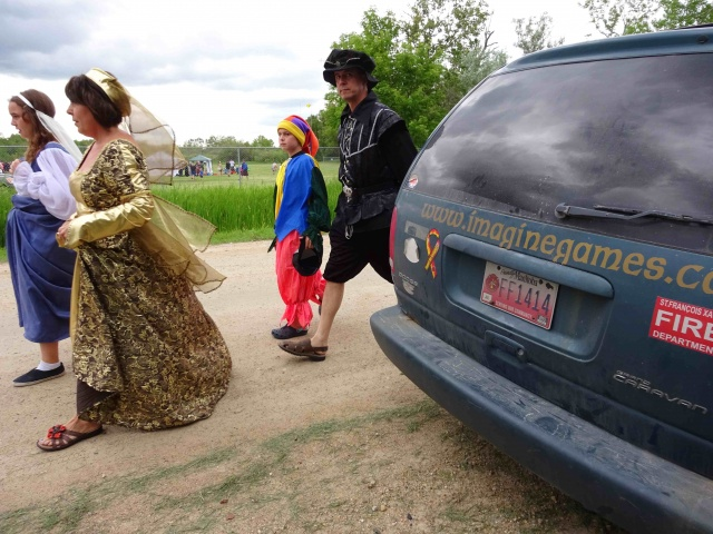 On their way to play at Cook's Creek Medieval Fest<br /><em>Submitted by Gloria Romaniuk</em>