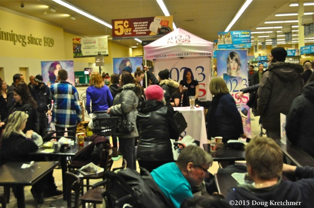 River & Osborne Safeway was a meet market last night for \'Singles Night\' as hundreds showed up shopping for a mate <br /><em> by Doug Kretchmer </em>